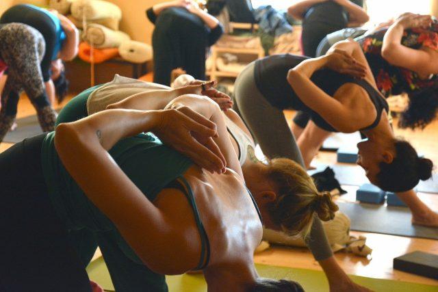 3 postures de yoga pour aider à soulager le stress
